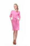 Blonde haired bedrijfsvrouw in de zomer roze kleding Stock Afbeelding
