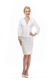 Blonde haired bedrijfsvrouw in de zomer wit kostuum Stock Foto