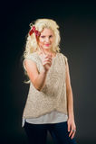 Blonde hermoso con demostraciones largas del pelo Imágenes de archivo libres de regalías