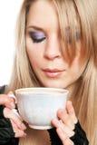 Blonde hermoso con una taza de té. Aislado Fotografía de archivo