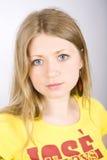 Blonde hermoso de la muchacha con los ojos azules Imagenes de archivo