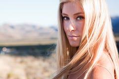 Blonde hermoso en el sol Imágenes de archivo libres de regalías