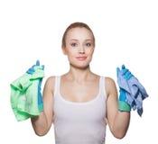 Blonde hermoso en guantes y trapos para limpiar Fotos de archivo libres de regalías