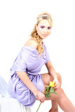 Blonde hermoso joven con la flor Imagen de archivo libre de regalías