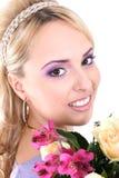 Blonde hermoso joven con las flores Foto de archivo