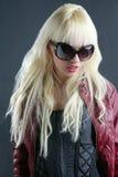 Blonde het portret rode lippen van het maniermeisje stock afbeelding