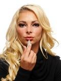 Blonde het van toepassing zijn lippenstift Stock Foto
