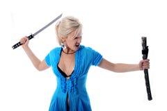 Blonde Holding in ihren Händen ein katana Lizenzfreie Stockfotos