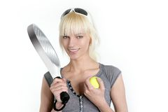 blonde jonge mooie meisje van de tennissport royalty-vrije stock fotografie