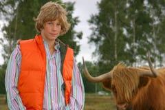 Blonde jongen met Hooglander Royalty-vrije Stock Fotografie