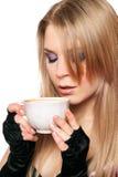 Blonde joven atractivo con una taza de té. Aislado Imagen de archivo libre de regalías