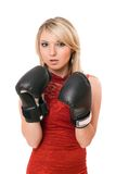 Blonde joven hermoso en guantes de boxeo imagenes de archivo