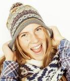 Blonde Jugendliche der Junge recht im Winterhut und Stockfotografie