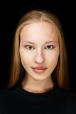 Blonde junge attraktive Frau Stockfoto