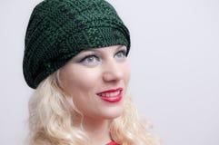 Blonde junge Frau lizenzfreie stockfotografie