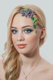 Blonde junge Frau der Mode Feiertag bilden Stockfoto