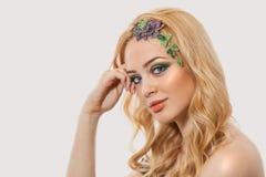 Blonde junge Frau der Mode Feiertag bilden Lizenzfreies Stockbild