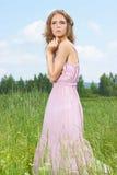 Blonde junge Frau des Sommers Lizenzfreie Stockfotos
