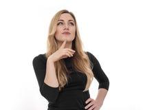 Blonde junge Frau, die seitlich in der Aufregung schaut Stockfotos
