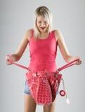 Blonde junge Frau im Rot mit rotem Beutel Lizenzfreies Stockbild