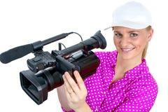 Blonde junge Frau mit Berufsvideo-camcorder, auf Weiß Stockfotografie