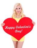 Blonde junge Frau mit rotem Innerem für Valentinstag Lizenzfreies Stockfoto