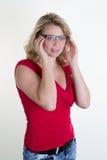 Blonde junge und sexy Frau, die für die Kamera aufwirft Lizenzfreies Stockbild