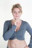 Blonde junge und sexy Frau, die für die Kamera aufwirft Lizenzfreie Stockbilder