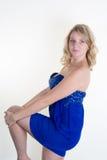 Blonde junge und sexy Frau, die für die Kamera aufwirft Lizenzfreie Stockfotografie