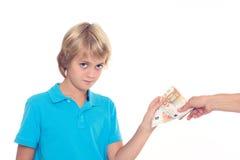 Blonde Jungenkonserve sein Taschengeld Lizenzfreie Stockfotografie