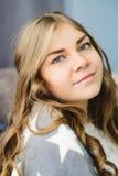 Blonde kaukasische Frau Stockfoto