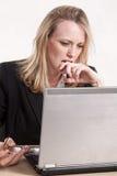 Blonde kaukasische Frau der attraktiven Zwanzigerjahre Lizenzfreies Stockbild