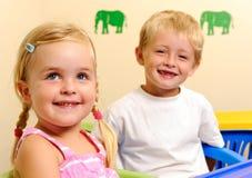 Blonde Kinder sind glücklich Lizenzfreies Stockfoto