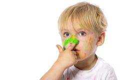 Blonde Kinderfarbenspiele Stockfotografie