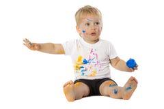 Blonde Kinderfarbenspiele Lizenzfreie Stockbilder