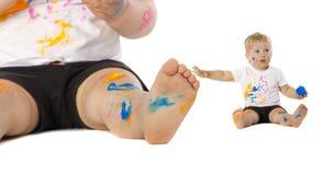 Blonde Kinderfarbenspiele Lizenzfreies Stockbild