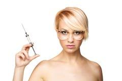 Blonde Krankenschwester mit einer Spritze Stockbild