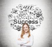Blonde lächelnde Frauen- und Erfolgsskizze Lizenzfreies Stockfoto