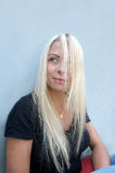 Blonde langhaarige Frau Stockfotos