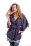 Blonde lindo con la blusa azul 3 Imagenes de archivo