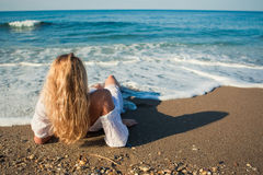 Blonde lying on the beach and see to the ocean Royalty Free Stock Photography