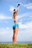 Blonde Mädchenübung Stockfoto