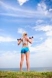 Blonde Mädchenübung Lizenzfreies Stockfoto