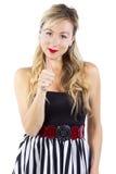 Blonde Mädchen-Daumen oben Lizenzfreie Stockfotografie