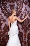 Schöne sexy Braut im weißen Hochzeitskleid Lizenzfreies Stockbild