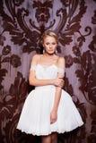Schöne sexy Braut im weißen Hochzeitskleid Stockfotografie