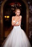 Schöne sexy Braut im weißen Hochzeitskleid Stockfoto