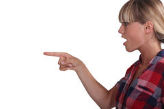 Mujer que señala en algo Foto de archivo libre de regalías