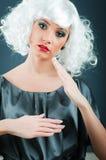 Blonde Marionette im Studio Lizenzfreies Stockfoto