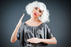 Blonde Marionette im Studio Stockfotografie